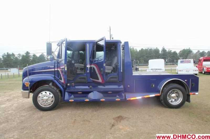 Used 2003 Freightliner Medium Duty Truck Trailer