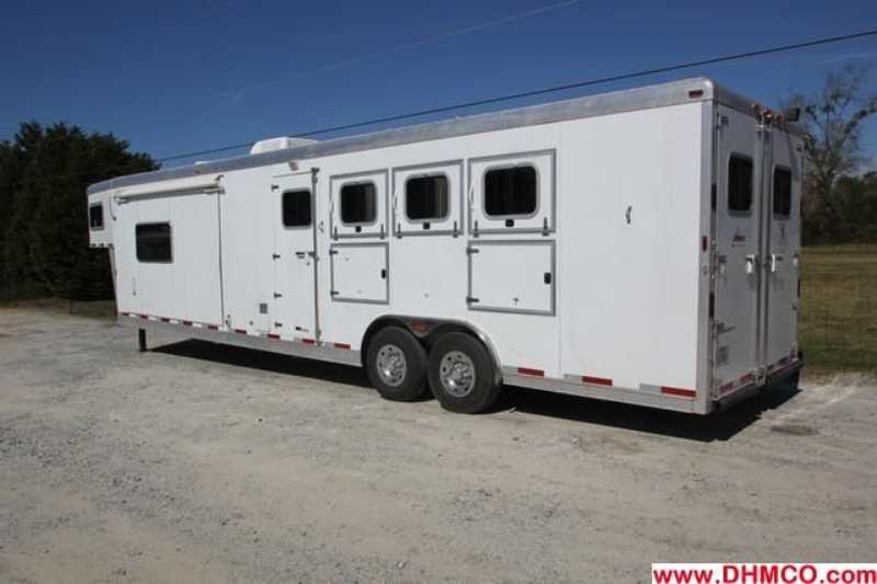 Used 2005 Sooner 4 Horse Slant Trailer