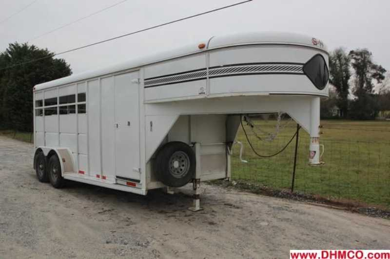 #46057 - Used 2002 S&H 3HSLGN 3 Horse Trailer  with 2' Short Wall