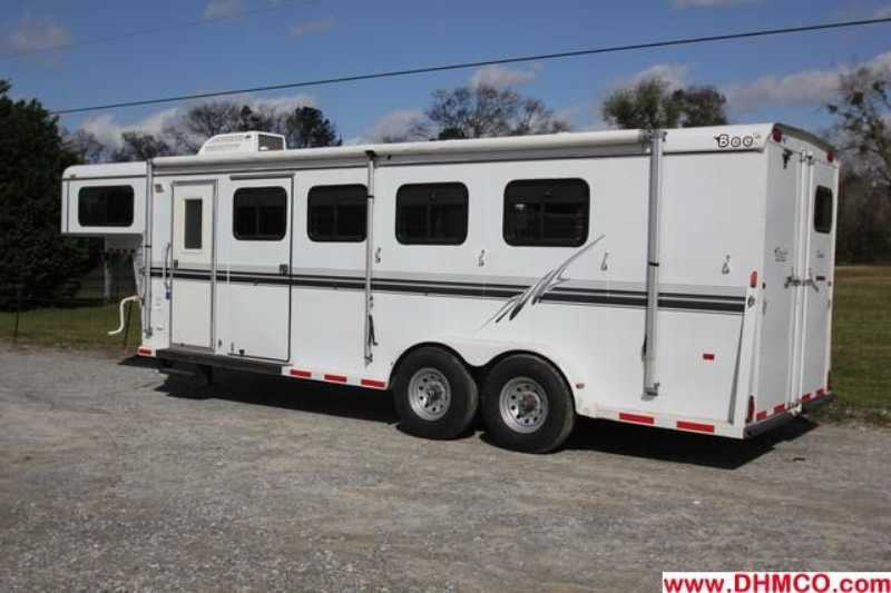 Used 2003 Bee 3 Horse Slant Trailer
