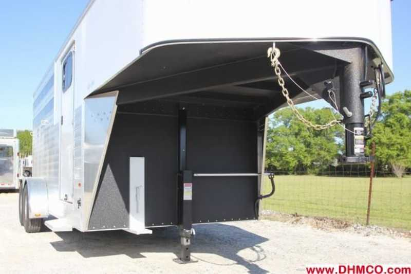 #A7657 - New 2014 Sundowner SS3HGN 3 Horse Trailer  with 2' Short Wall
