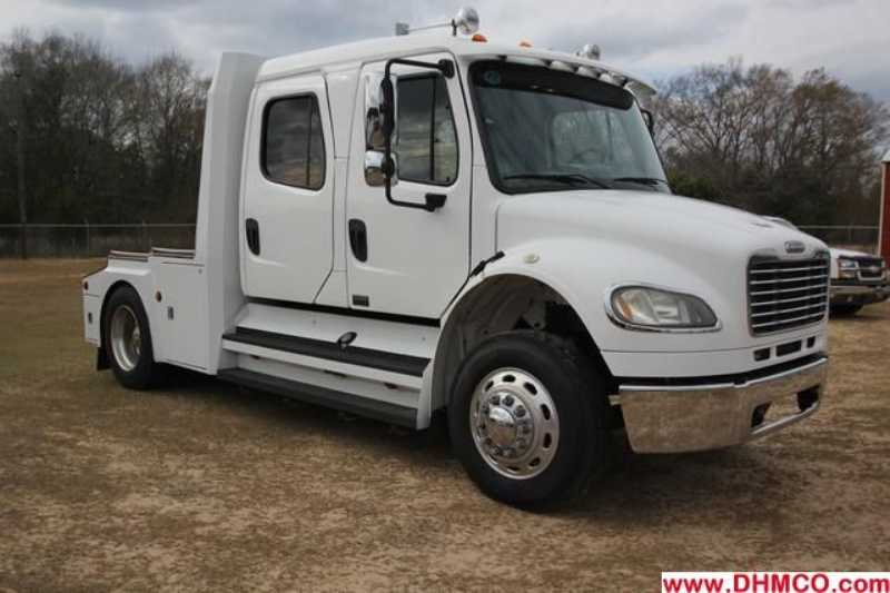 Used 2006 Freightliner Medium Duty Truck Trailer