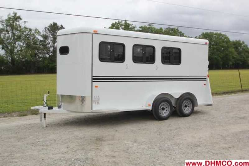 New 2013 Bee 3 Horse Slant Trailer