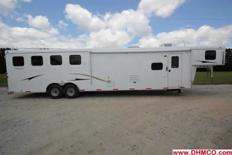 #03233 - New 2013 Bison Trail Express 8414GLQBK 4 Horse Trailer with 14' Short Wall