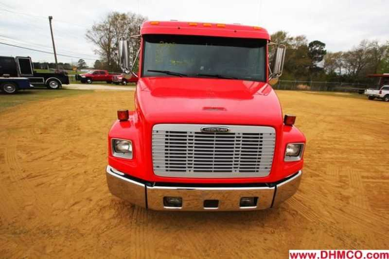 Used 2002 Freightliner Midsize Truck Trailer