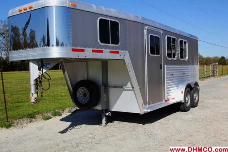 #77103 - Used 2005 Featherlite 2HSL 2 Horse Trailer with 4' Short Wall