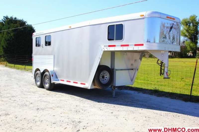 Used 2005 Featherlite 2 Horse Slant Trailer