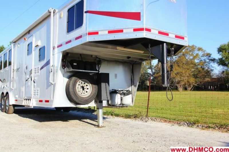 Used 2009 Lakota 3 Horse Slant Trailer