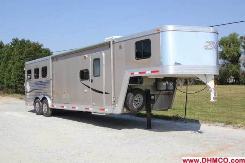 Bison horse trailer for sale used 2011 3 horse trailer for Shop with living quarters for sale