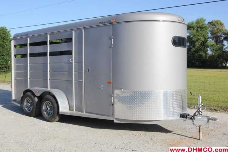 #95227 - Used 2010 CM 3H Dakota 3 Horse Trailer  with 2' Short Wall