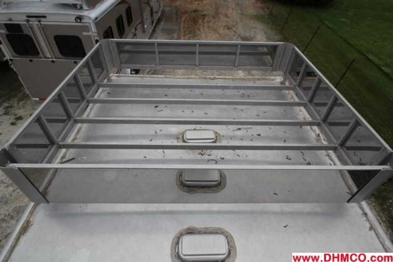 Used 2005 Dreamcoach 4 Horse Slant Trailer