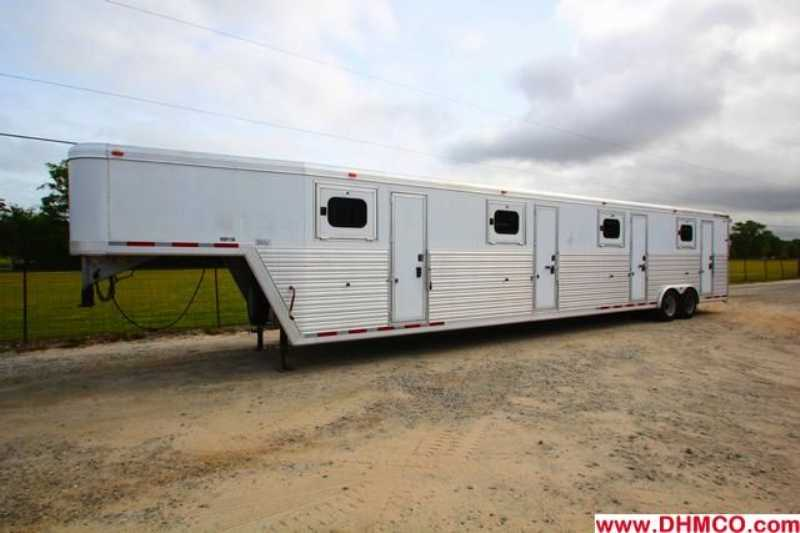 #01991 - Used 2004 CM 6 Horse Head to Head Northstar 12 Horse Trailer