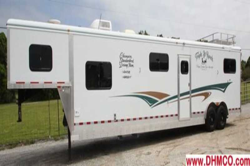 #23463 - Used 2003 Jamco 6H HTH LQ 6 Horse Trailer with 10' Short Wall