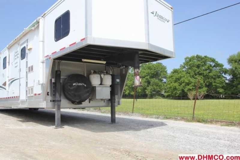 Used 2003 Jamco 6 Horse Head to Head Trailer