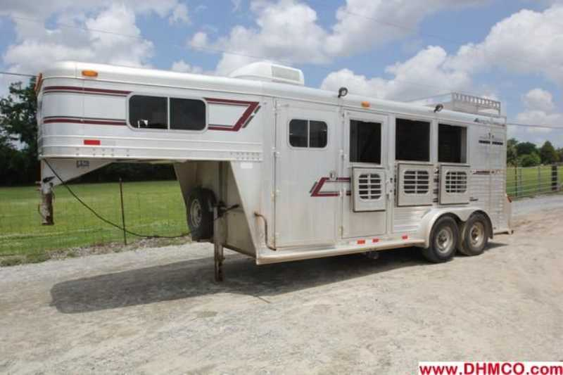 Used 1997 Elite 3 Horse Slant Trailer