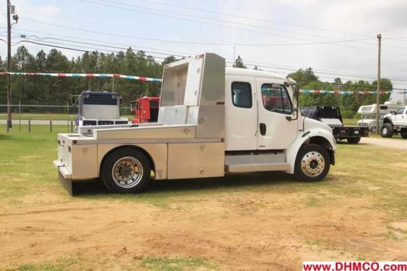 Used 2004 Freightliner Medium Duty Truck Trailer