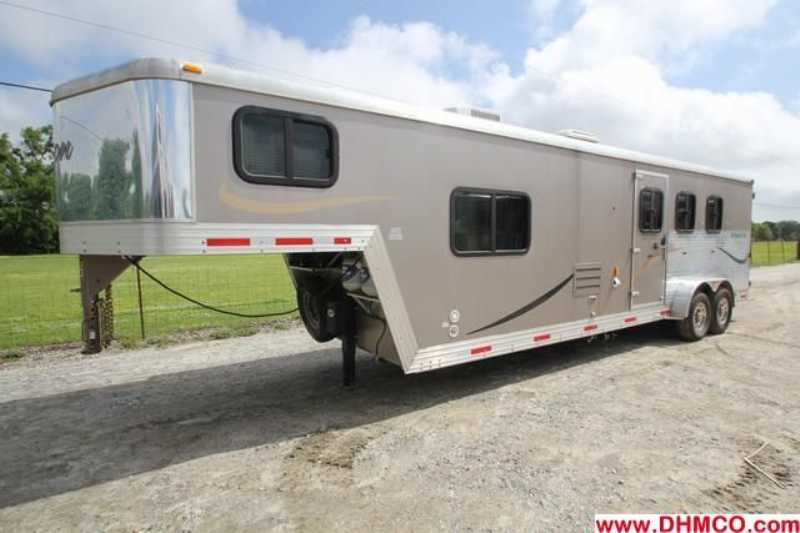 Bison stratus horse trailer for sale used 2009 3 horse for Shop with living quarters for sale