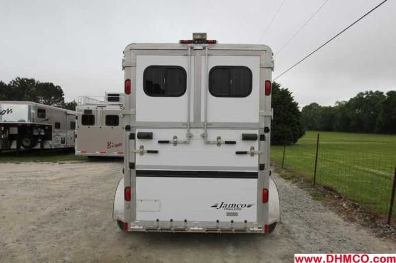 Used 2005 Jamco 2 Horse Straight Trailer