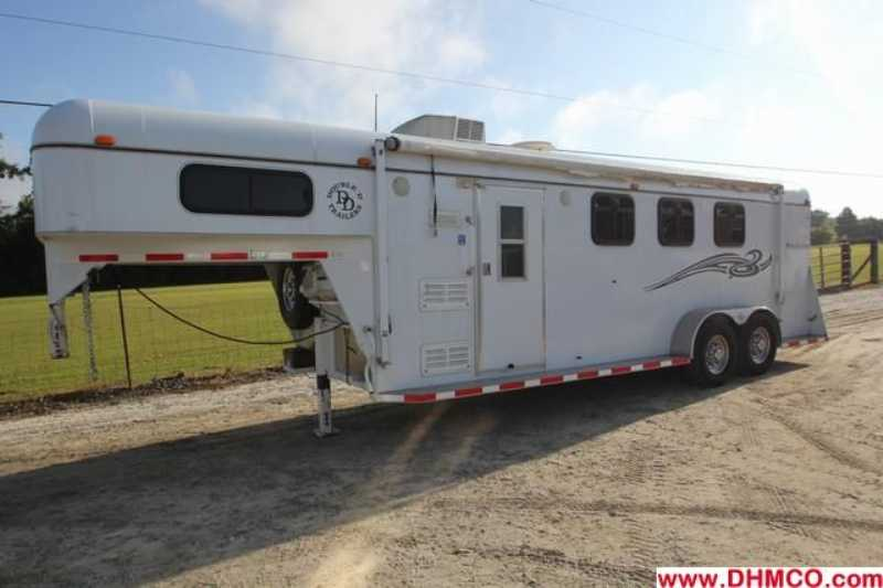 Used 2007 Double D 3 Horse Slant Trailer