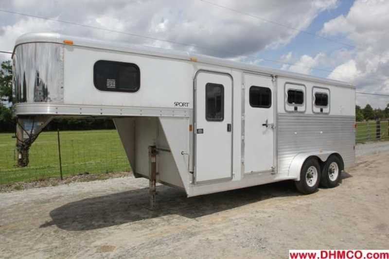 #37343 - Used 2006 Exiss 3 Horse Trailer with 4' Short Wall