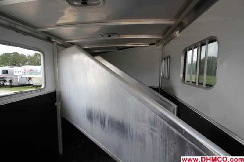 Used 2006 Exiss 3 Horse Slant Trailer