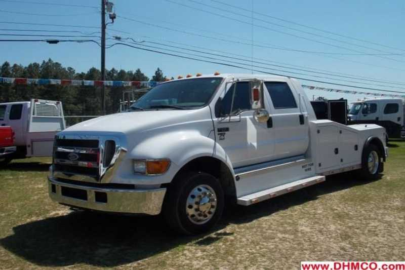 #32619 - Used 2006 Ford F650 Chariot Hauler Truck