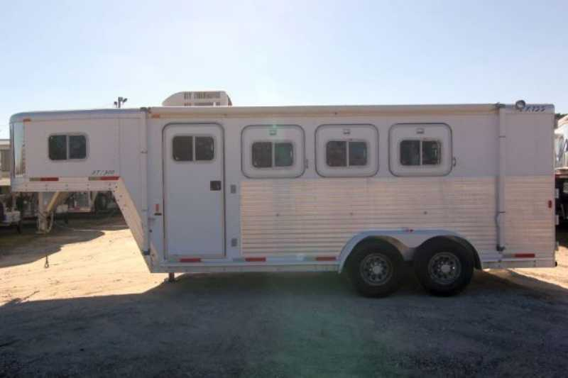 Exiss horse trailer for sale used 2001 3 horse trailer for Shop with living quarters for sale