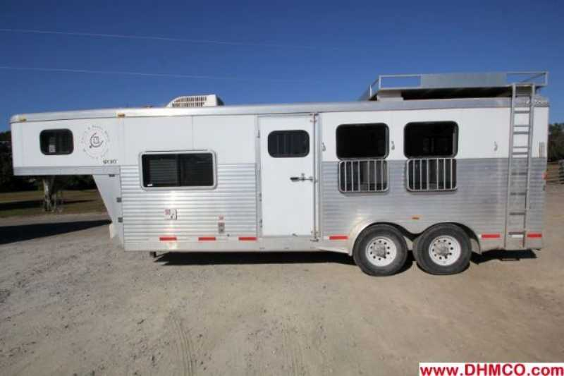 used 3 horse exiss horse trailer with living quarters