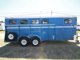 #32297 - Used 1988 Circle J 4HSLBP 4 Horse Trailer  with 1' Short Wall