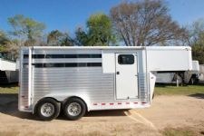 #A4995 - Used 2011 Sundowner Rancher 3 Horse Trailer  with 2' Short Wall