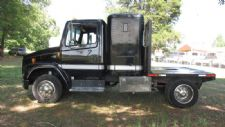 #04687 - Used 1999 Freightliner FL60 Truck