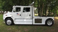 #21059 - Used 2001 Freightliner FL70 Truck