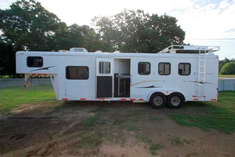 used 4 horse bison horse trailer with living quarters