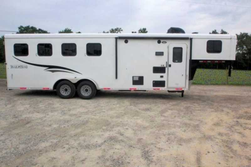 Bison horse trailer for sale new 2016 4 horse trailer with for Shop with living quarters for sale