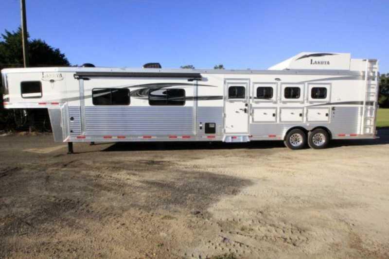 4 Horse Lakota Horse Trailer With Living Quarters Dixie
