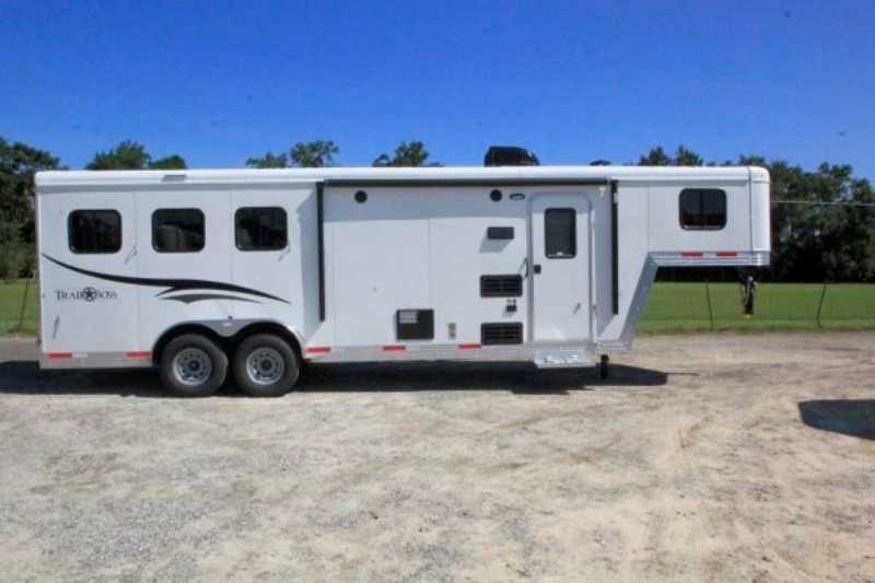 Bison horse trailer for sale new 2016 3 horse trailer with for Shop with living quarters for sale
