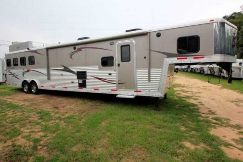 Bison horse trailer for sale used 2012 4 horse trailer for Shop with living quarters for sale