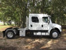 #21840 - Used 2005 Freightliner M2 106 Truck