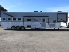 #05742 - New 2016 Bison Premiere 8419DGLQ 4 Horse Trailer  with 19' Short Wall