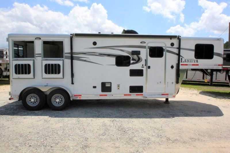 2 horse lakota horse trailer with living quarters dixie