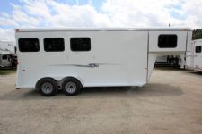 #77335 - New 2016 Bee 3HSLGNDLX 3 Horse Trailer  with 2' Short Wall