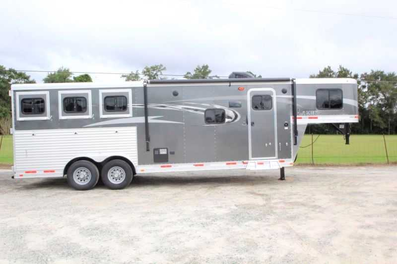 Lakota horse trailer for sale new 2017 3 horse trailer for Shop with living quarters for sale