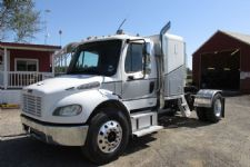 #79864 - Used 2005 Freightliner M2 106 Truck