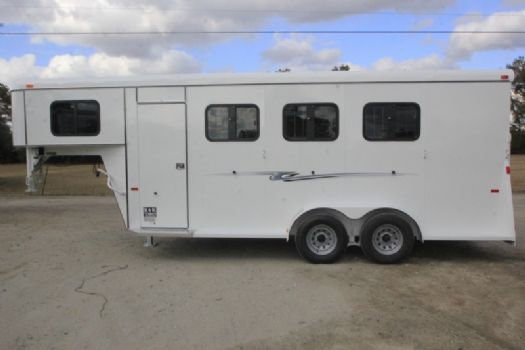 #77456 - New 2017 Bee 3HSLGNDLX 3 Horse Trailer  with 4' Short Wall