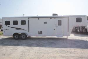 #06963 - New 2017 Bison Trail Boss 7310BD 3 Horse Trailer  with 10' Short Wall