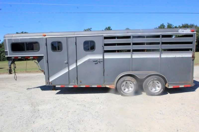 #10434 - Used 2002 Delta 3HGN 3 Horse Trailer with 4' Short Wall