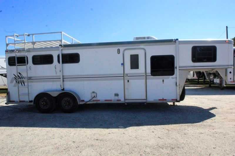 #48733 - Used 2000 CM 7307GNLQ 3 Horse Trailer with 7' Short Wall