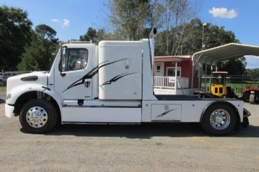 #03585 - Used 2006 Freightliner M2 112 Truck