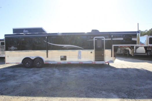 #06990 - New 2017 Bison Ranger 8313GBSO 3 Horse Trailer  with 13' Short Wall