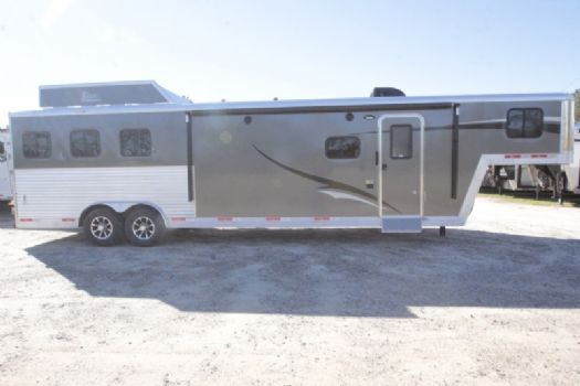 #07300 - New 2017 Bison Laredo 8313GLQ 3 Horse Trailer  with 13' Short Wall